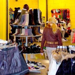 Магазины одежды и обуви Домбая